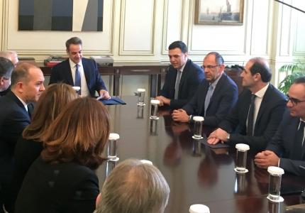 Συνάντηση του Πρωθυπουργού Κυριάκου Μητσοτάκη με μέλη του Δ.Σ. της Ένωσης ΕλλήνωνΕφοπλιστών για την υπογραφή μνημονίου με το Υπουργείο Υγείας γιαχορηγίες σε νοσοκομεία