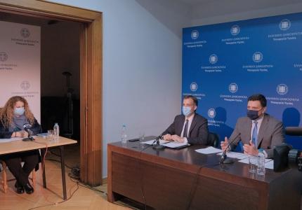 Eνημέρωση διαπιστευμένων συντακτών Υπουργείου Υγείας από τον Υπουργό Υγείας Βασίλη Κικίλια, τoν Πρόεδρο του ΕΟΔΥ Παναγιώτη Αρκουμανέα και τη Διευθύντρια Επιδημιολογικής Επιτήρησης του ΕΟΔΥ Φλώρα Κοντοπίδου