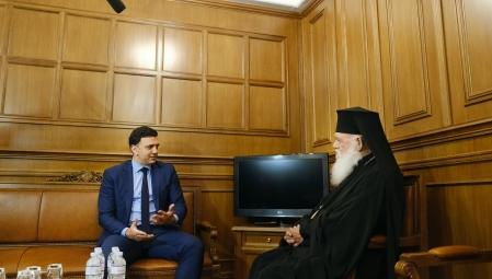 Συνάντηση Υπουργού Υγείας Βασίλη Κικίλια με τον Αρχιεπίσκοπο Αθηνών και πάσης Ελλάδας κ. Ιερώνυμο - Παράδοση δωρεάς της Εκκλησίας της Ελλάδος προς το Εθνικό Σύστημα Υγείας