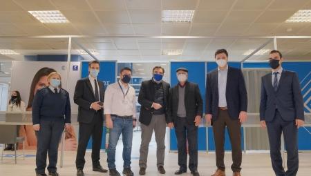 Επίσκεψη του Υπουργού Υγείας Β. Κικίλια μαζί με τον Αντιπρόεδρο της ΕΕ Μ. Σχοινά στο mega εμβολιαστικό κέντρο «Προμηθέας»