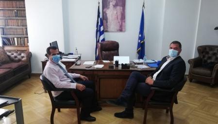 Συνάντηση του Υπουργού Υγείας Θ. Πλεύρη με τον καλαθοσφαιριστή Δ. Παπανικολάου