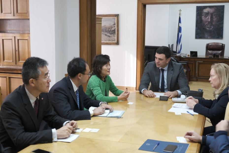 Συνάντηση Υπουργού Υγείας Βασίλη Κικίλια με την Πρέσβη της Λαϊκής Δημοκρατίας της Κίνας Zhang Qiyue