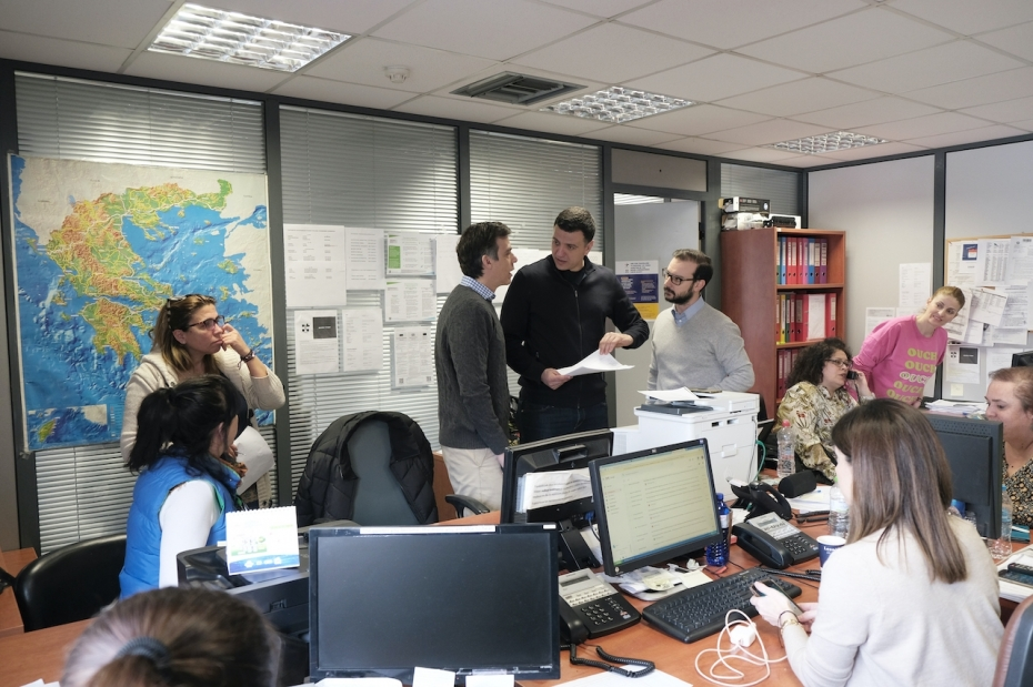 Το Κέντρο Επιχειρήσεων και το τηλεφωνικό κέντρο του ΕΟΔΥ επισκέφθηκε ο Υπουργός Υγείας Βασίλης Κικίλιας